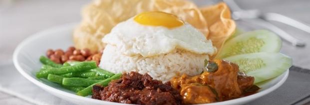3Nasi Lemak w vegetarian curry mutton w fried egg